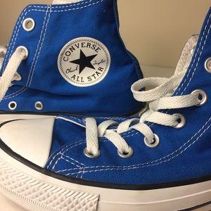 Converse High Tops. Blue. EUC. SIZE 8